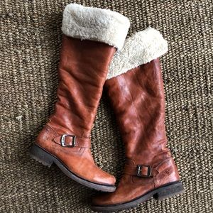 Frye tall shearling lined boots G15